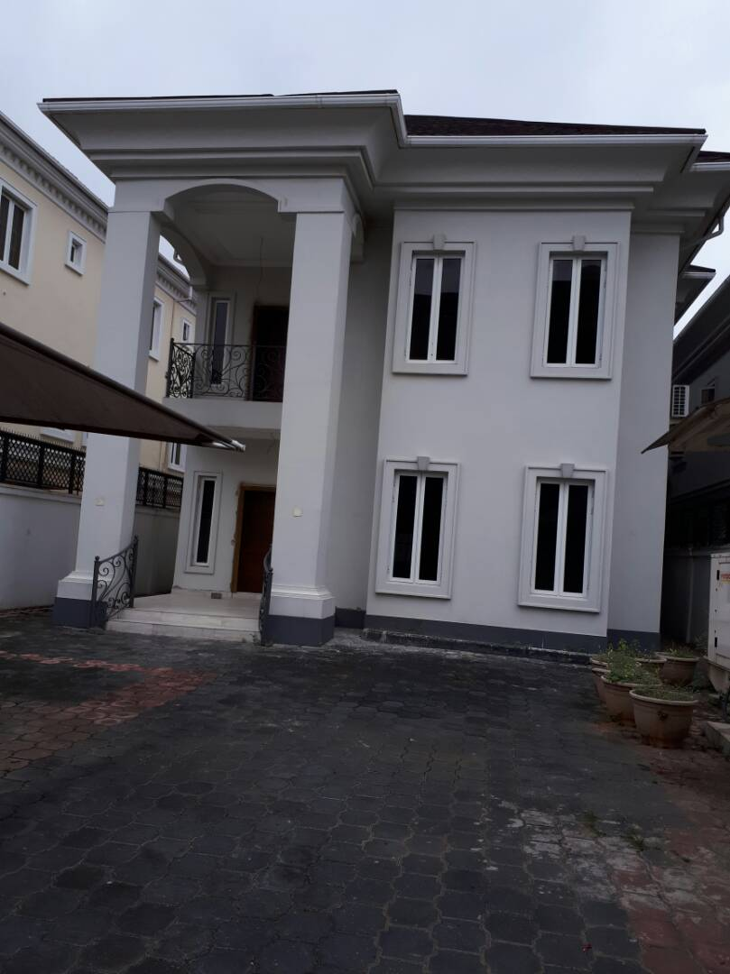 5 bedroom duplex (with boysquarter, gym and swimming pool)